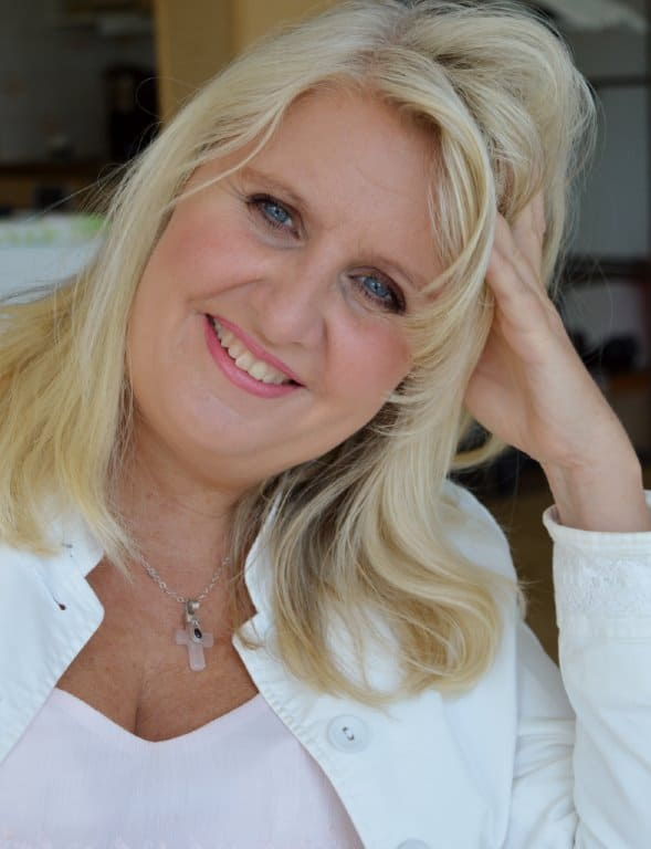Elisabeth Persson, är en känd Hypnotisör, Medium, och bloggar om personlig utveckling utveckling. Kontakta Elisabeth 0760-278001